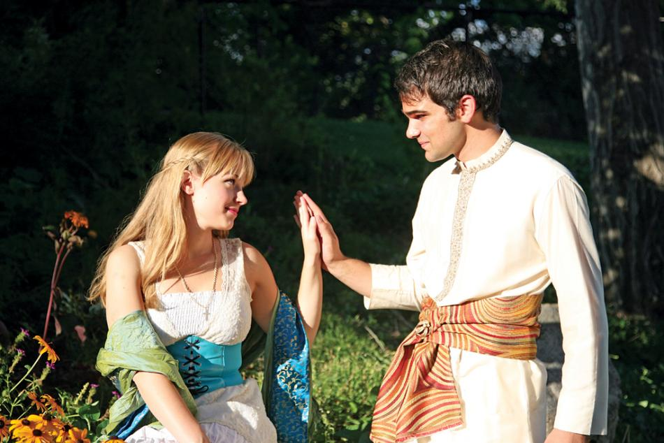 Davis Arts Council's ROMEO AND JULIET sparkles in the park